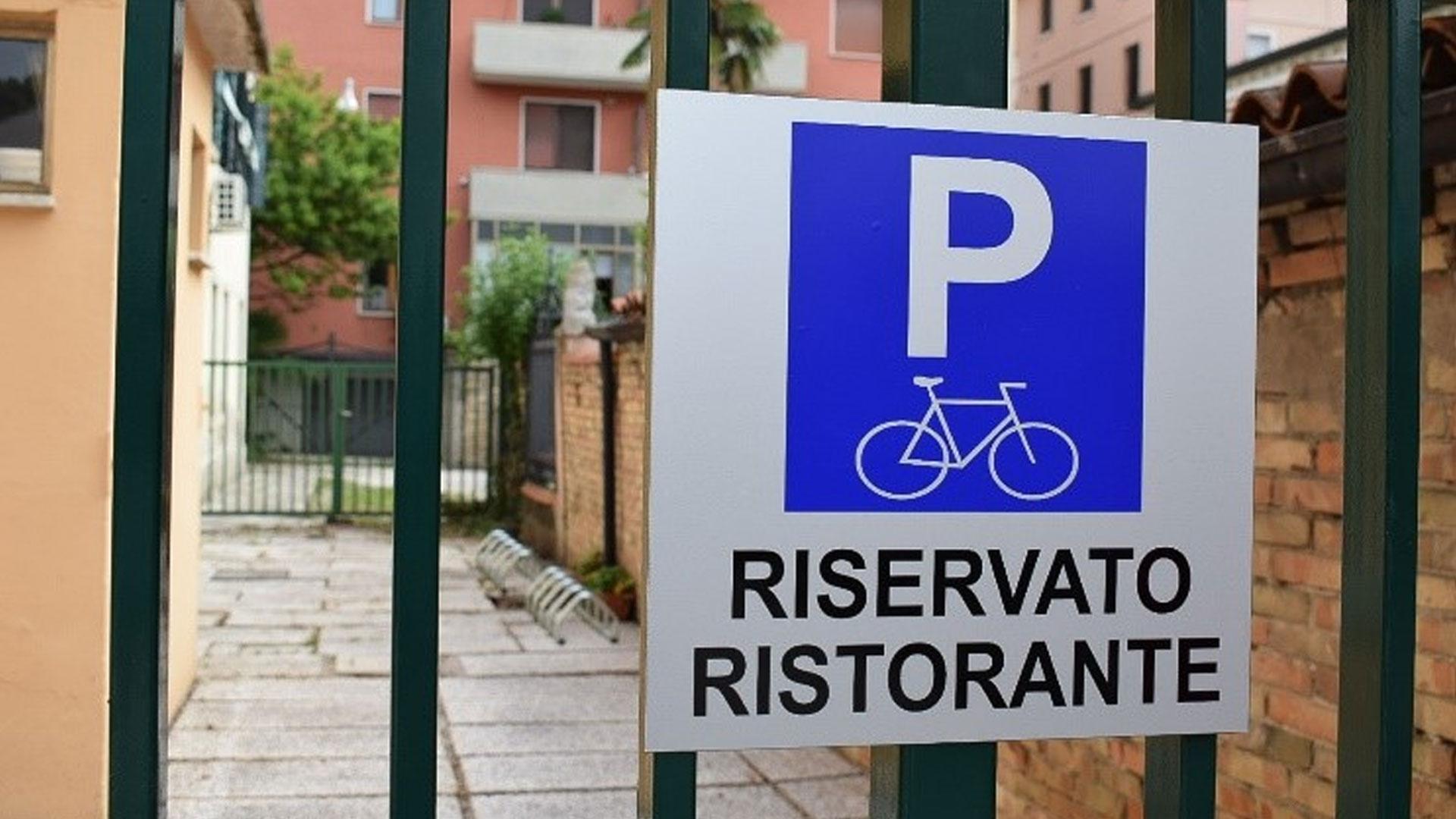 Antica-Hostaria-Dante-Alighieri-Parcheggio-Riservato-Biciclette