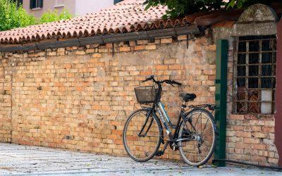 Bike Turism: via Dante una delle prime piste ciclabili e pedonali di Mestre